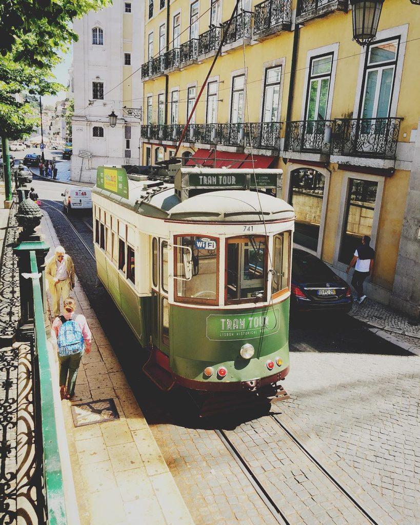 Funicular em Lisboa - como contratar um seguro viagem portugal