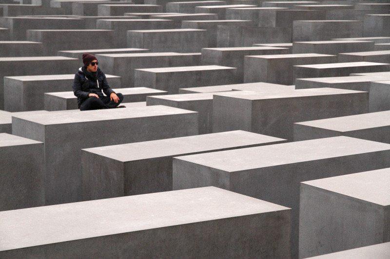 O  Memorial do Holocausto  em Berlim, Alemanha.  Um dos pontos turísticos mais visitados na cidade . Foto: Diego Imai
