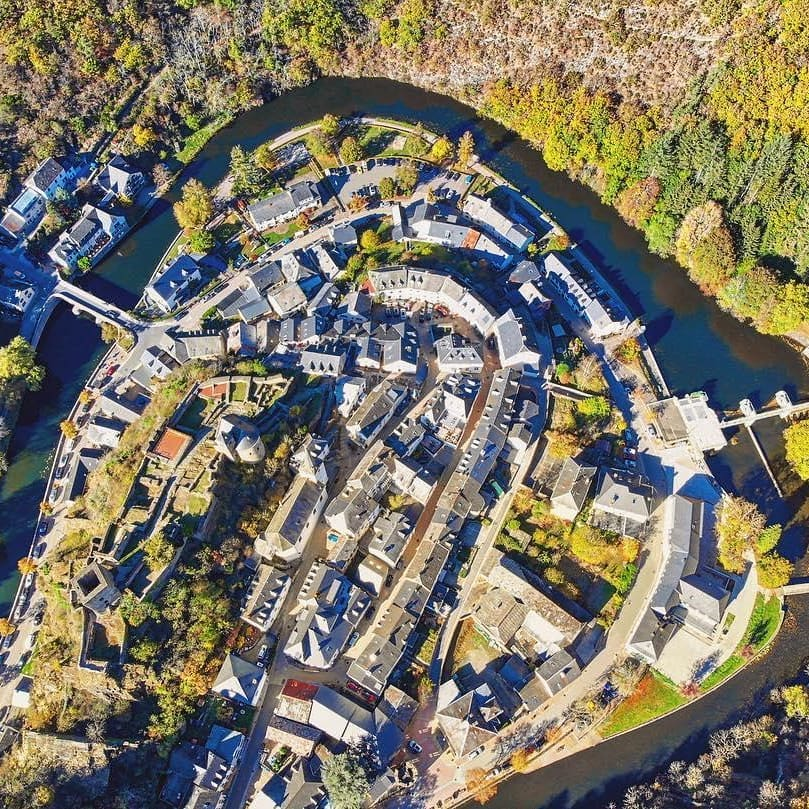 A comuna de Esch-sur-Sure, que pertence a Diekirch, uma das cidades de Luxemburgo - Foto: @visit_luxembourg