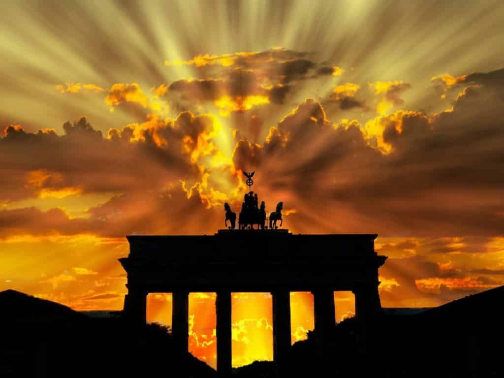 O Portão de Brandemburgo em Berlin, um dos pontos turísticos mais conhecidos da Alemanha