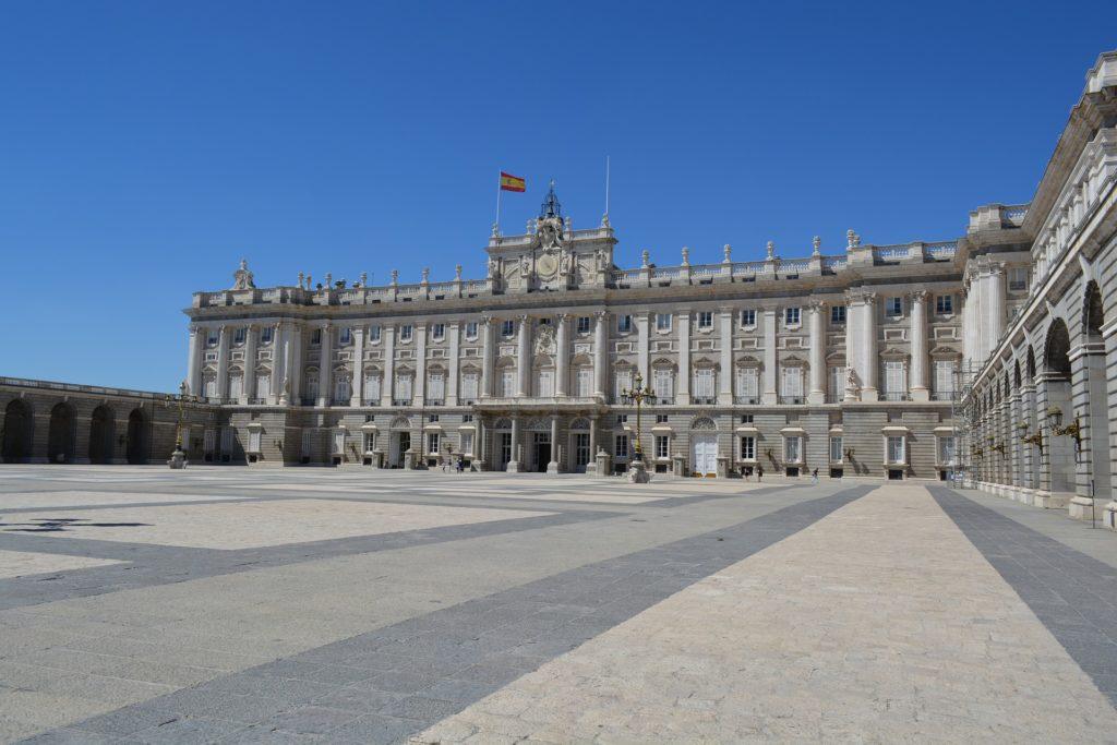 Palácio Real de Madri -residência oficial do Rei de Espanha - foto mostra o patio do palácio