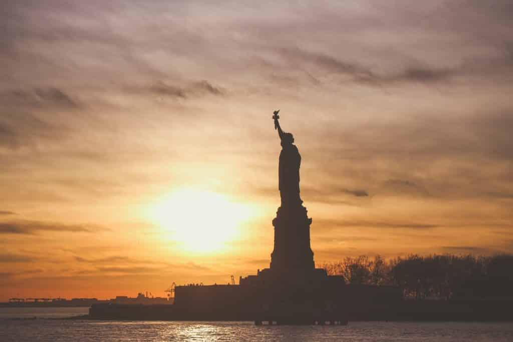 A Estátua da Liberdade em New York, um dos pontos turísticos famosos nos Estados Unidos - seguro viagem EUA